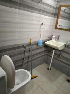 Bathroom Image of Girls PG in Sector 46
