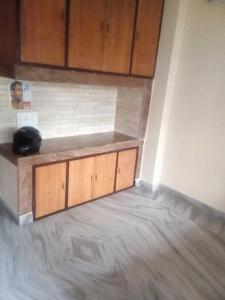 Gallery Cover Image of 1000 Sq.ft 2 BHK Apartment for rent in Lake Town for 12000