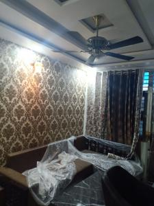 Gallery Cover Image of 1800 Sq.ft 3 BHK Independent Floor for rent in Shalimar Bagh for 35000