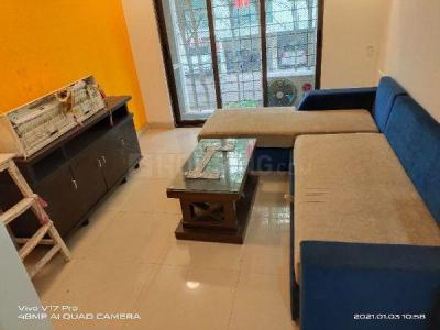 Gallery Cover Image of 650 Sq.ft 1 BHK Apartment for rent in Raheja Reflections, Kandivali East for 28000