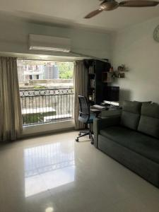 Gallery Cover Image of 610 Sq.ft 1 BHK Apartment for buy in Sewri for 15500000