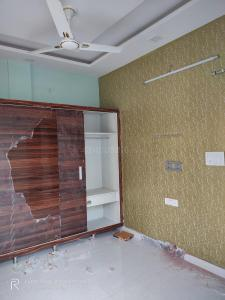 Gallery Cover Image of 500 Sq.ft 2 BHK Independent Floor for rent in Sant Nagar for 15000