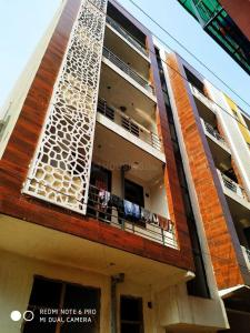 Gallery Cover Image of 2400 Sq.ft 2 BHK Apartment for buy in Freeway Builders A1 34, Sector 55 for 3700000
