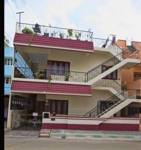 Gallery Cover Image of 1200 Sq.ft 2 BHK Independent House for rent in Lingarajapuram for 20000