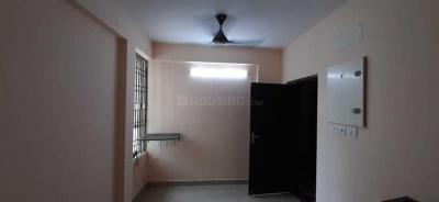 Gallery Cover Image of 615 Sq.ft 2 BHK Apartment for rent in Navin Hillview Avenue, Irandankattalai for 13000