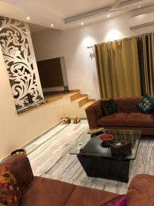 Gallery Cover Image of 1200 Sq.ft 2 BHK Independent Floor for rent in Greater Kailash I for 55000