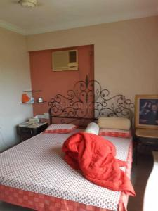 Gallery Cover Image of 600 Sq.ft 1 BHK Apartment for rent in Neela Akash, Khar West for 60000