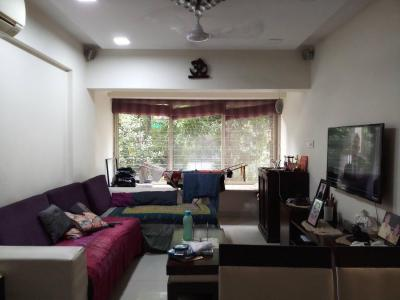 Gallery Cover Image of 750 Sq.ft 2 BHK Apartment for rent in Santacruz West for 90000