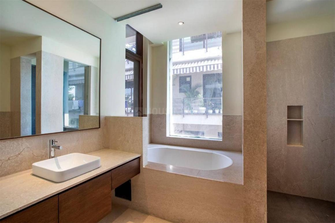 Common Bathroom Image of 1100 Sq.ft 2 BHK Apartment for rent in Sector 54 for 42000