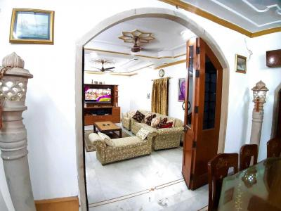Gallery Cover Image of 2500 Sq.ft 1 BHK Independent Floor for rent in Pitampura for 27000