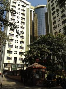 Gallery Cover Image of 1015 Sq.ft 2 BHK Apartment for buy in Meena Meenakshi Tower, Goregaon East for 18400000