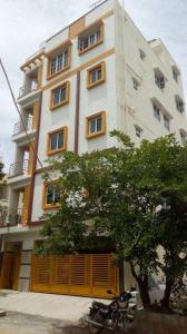 Gallery Cover Image of 5000 Sq.ft 9 BHK Independent House for buy in Singasandra for 25000000