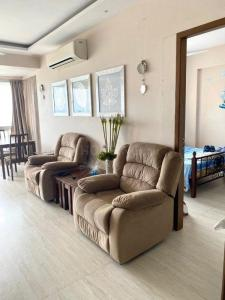 Living Room Image of 625 Sq.ft 1 BHK Apartment for buy in Shangri La, Colaba for 42500000