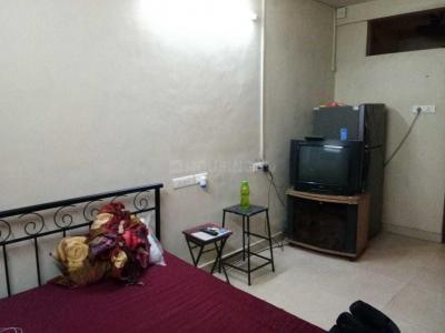 Gallery Cover Image of 350 Sq.ft 1 RK Apartment for rent in Prabhadevi for 20000