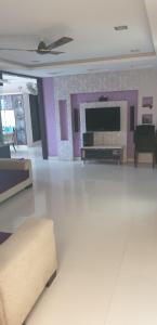 Gallery Cover Image of 1650 Sq.ft 3 BHK Apartment for buy in JV R Vaishnavi Towers, Jeedimetla for 9300000