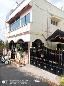 Gallery Cover Image of 2000 Sq.ft 2 BHK Independent House for rent in Hosur for 12000