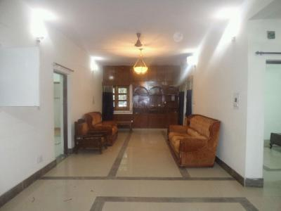 Gallery Cover Image of 1800 Sq.ft 3 BHK Apartment for rent in Vasant Kunj for 35000
