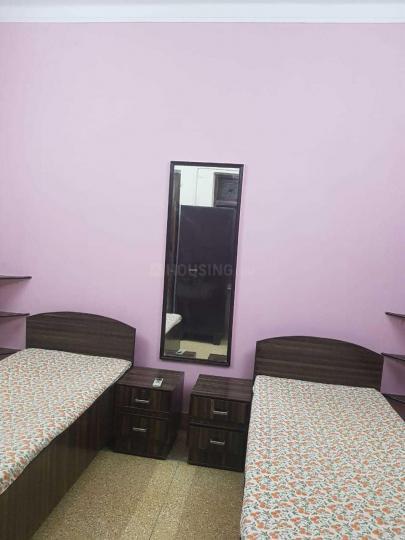 बलजीत नगर में लक्ष्य कॉटेज में बेडरूम की तस्वीर