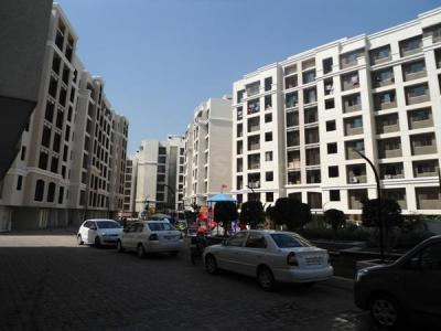 Gallery Cover Image of 865 Sq.ft 2 BHK Apartment for rent in Kandivali East for 35000