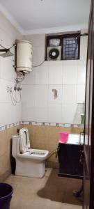 Bathroom Image of Oxyford Boys PG in Mukherjee Nagar