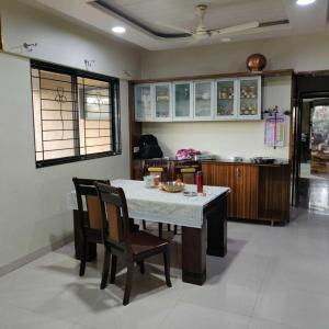 Gallery Cover Image of 1100 Sq.ft 3 BHK Apartment for buy in Magarpatta City for 18000000