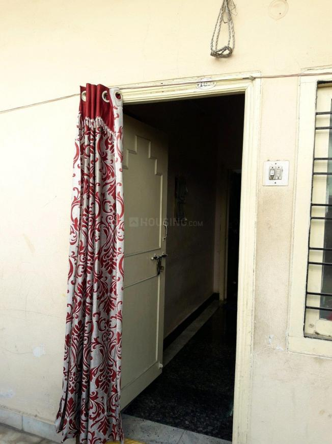 Main Entrance Image of 500 Sq.ft 1 BHK Apartment for rent in Moti Nagar for 8000