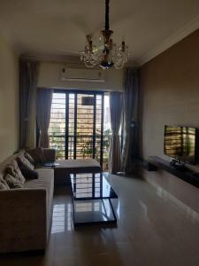 Gallery Cover Image of 1000 Sq.ft 2 BHK Apartment for rent in Interface Heights, Malad West for 50000