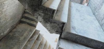 एचएल रेसिडेंसी अफोर्डेबल ग्रुप हाउसिंग, सेक्टर 37  में 2370000  खरीदें  के लिए 936 Sq.ft 3 BHK अपार्टमेंट के सीढ़ी  की तस्वीर