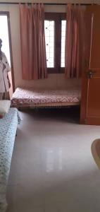 Gallery Cover Image of 700 Sq.ft 1 RK Independent House for rent in Sector 19 for 12000