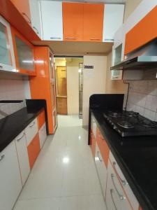 Gallery Cover Image of 600 Sq.ft 1 BHK Apartment for rent in Bhoomi Rock Enclave, Kandivali West for 26000