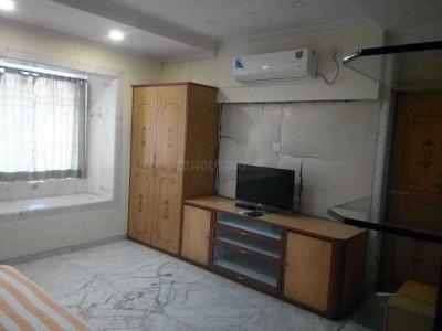 Gallery Cover Image of 1690 Sq.ft 2 BHK Apartment for rent in Bandra West for 80000