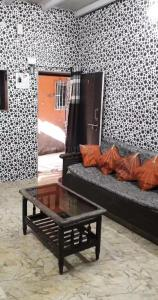 Gallery Cover Image of 645 Sq.ft 2 BHK Independent House for buy in Chembur for 2600000
