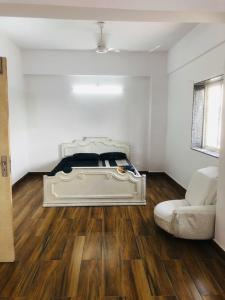 Gallery Cover Image of 2100 Sq.ft 3 BHK Apartment for rent in Ballygunge for 100000