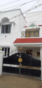 Gallery Cover Image of 2500 Sq.ft 3 BHK Independent House for buy in Valasaravakkam for 14500000