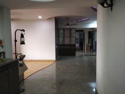 Gallery Cover Image of 1650 Sq.ft 4 BHK Apartment for rent in Malad West for 68000