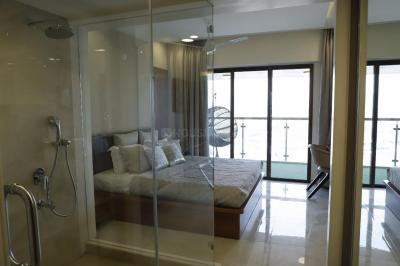 Gallery Cover Image of 900 Sq.ft 2 BHK Apartment for rent in Cuffe Parade for 165000
