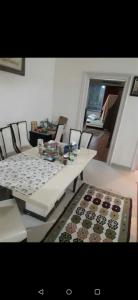 Gallery Cover Image of 1150 Sq.ft 2 BHK Apartment for rent in S Raheja Jal Kiran CHS, Cuffe Parade for 120000