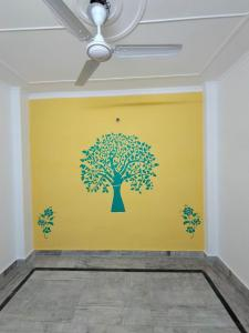 Gallery Cover Image of 500 Sq.ft 1 RK Independent Floor for rent in Govindpuri for 5500