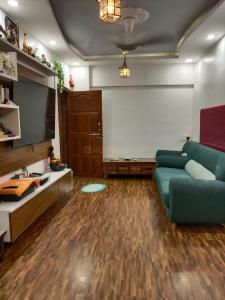 Gallery Cover Image of 550 Sq.ft 1 BHK Apartment for buy in Ram Darshan, Santacruz East for 12000000