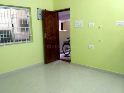 Gallery Cover Image of 900 Sq.ft 2 BHK Apartment for rent in Nanganallur for 11000