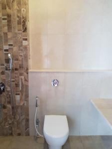 Gallery Cover Image of 820 Sq.ft 1 BHK Apartment for rent in Reputed Dheeraj Enclave, Borivali East for 31000