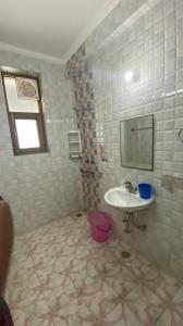 Bathroom Image of Naira Amaira Boys P.g in Sector 51