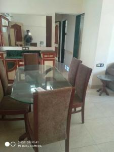 Gallery Cover Image of 989 Sq.ft 2 BHK Apartment for rent in Bandra West for 85000