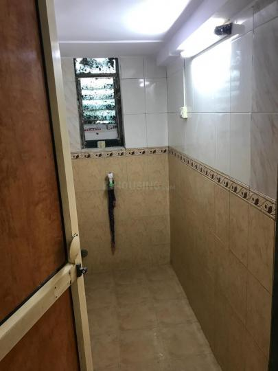 Common Bathroom Image of 350 Sq.ft 1 RK Apartment for rent in Santacruz West for 20000