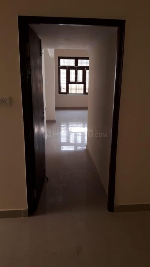 Passage Image of 800 Sq.ft 2 BHK Independent House for buy in Jankipuram Extension for 3000000