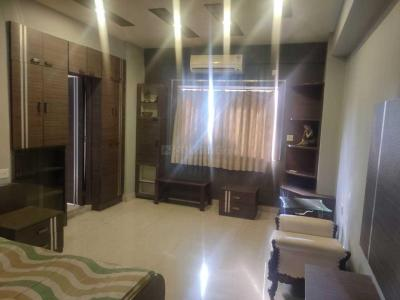 Gallery Cover Image of 3100 Sq.ft 4 BHK Apartment for rent in Park Street Area for 130000