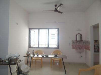 Gallery Cover Image of 800 Sq.ft 2 BHK Apartment for rent in Valasaravakkam for 15000
