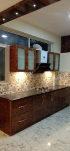 Gallery Cover Image of 1250 Sq.ft 2 BHK Apartment for rent in Indira Nagar for 55000