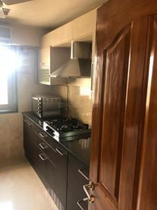 Gallery Cover Image of 1201 Sq.ft 3 BHK Apartment for rent in Khar West for 150000