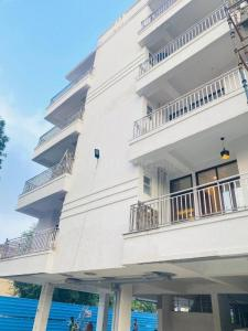 Gallery Cover Image of 1350 Sq.ft 3 BHK Apartment for buy in Vihaan Galaxy, Kulesara for 3199000